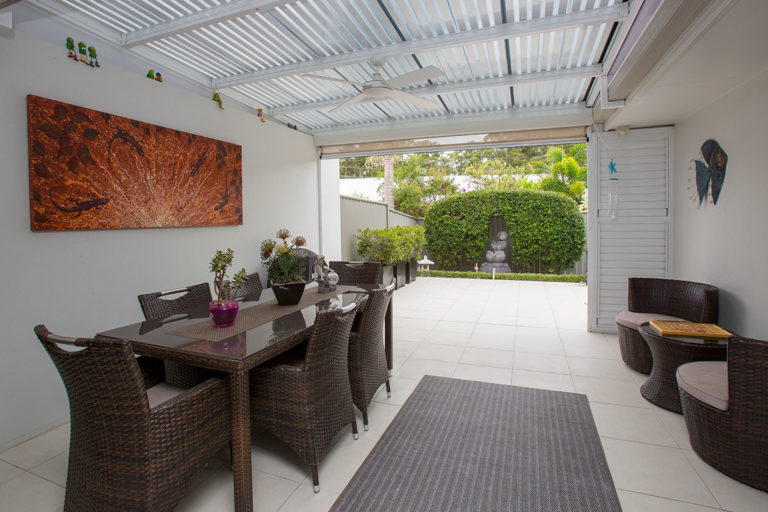 villa outdoor entertaining area