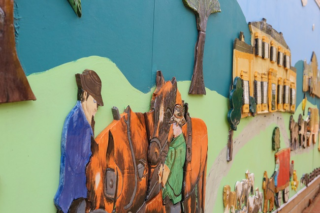 An historical mural at IRT Macarthur.