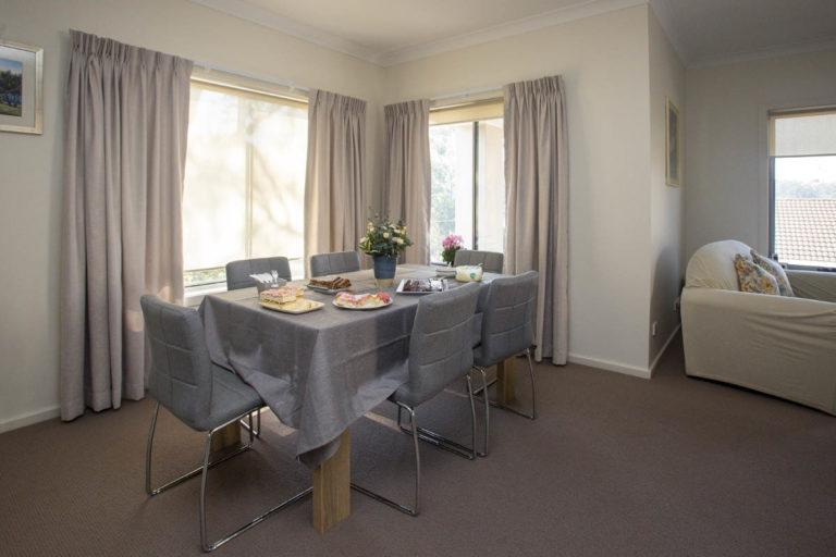 villa-dining-table